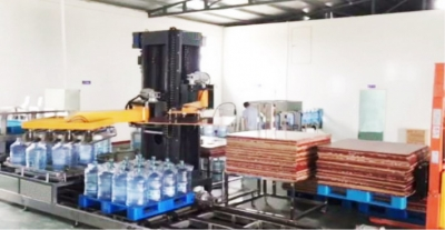 Rotary palletizer for 5 gallon bottles